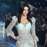 All Eyes on Her! Aksi Kendall Jenner di Fashion Show Victoria's Secret