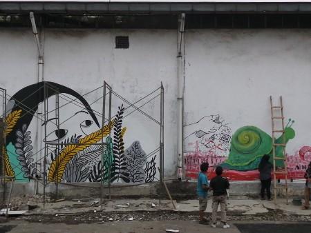 5 Seniman Perempuan Bikin Mural di Rusunawa Marunda Sampai Petamburan
