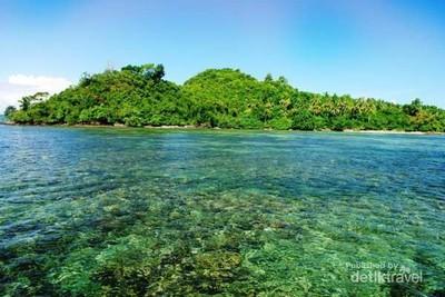 7 Pantai Eksotis yang Bikin Betah Liburan di Lampung