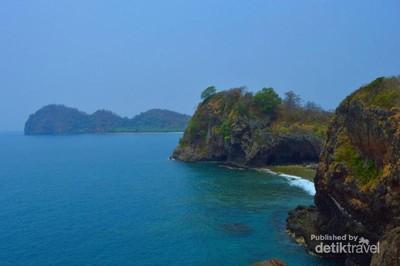 Tak Pernah Bosan ke Pulau Sangiang di Selat Sunda