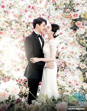 Dongho eks U-Kiss dan Pacar Bahagia Banget di Foto Pre-Wedding Ini!