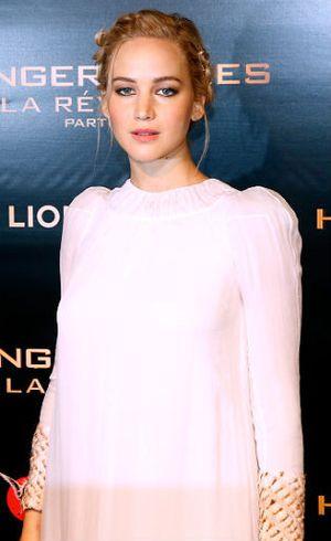 Jennifer Lawrence Pakai Kalung Rp 63 Juta Sebagai Aksesori Rambut