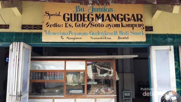 Warung Bu Jumilan yang menjual gudeg manggar