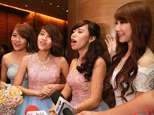 The Bridesmaids! Personel dan eks Cherrybelle di Pernikahan Angel