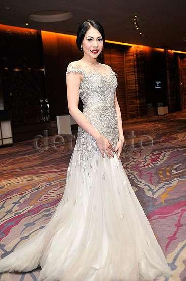 Keanggunan Kezia Karamoy di Pernikahan Angel 'Cherrybelle'