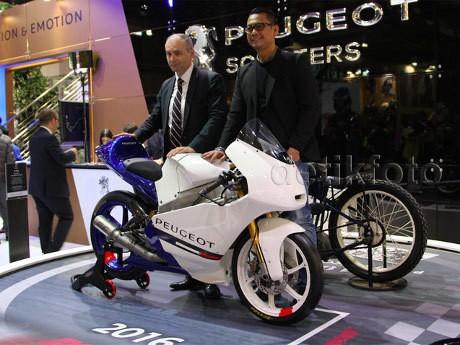 CEO Peugeot Scooters Frederic Fabre, dan Managing Director Garansindo Dhani Yahya. (Foto: Dadan-detikOto)