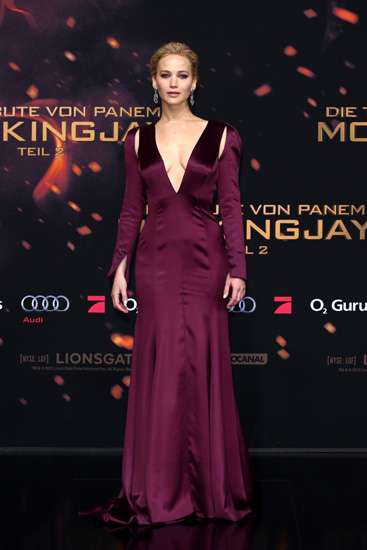 Parade Gaya Jennifer Lawrence di Premiere 'The Hunger Games: Mockingjay  Part 2'