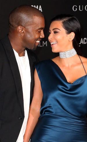 Kim Kardashian Minta Kalung Berlian Rp 13 M Sebagai Hadiah Melahirkan