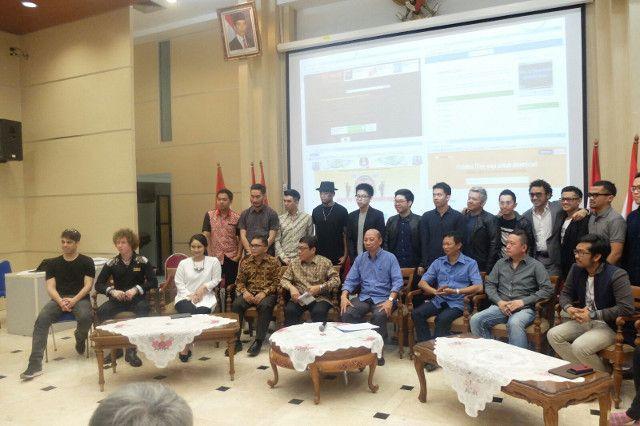 Kementerian Komunikasi dan Informatika (Kominfo), Kementerian Hukum dan HAM, Badan Ekonomi Kreatif serta Asosiasi Industri Rekaman Indonesia (ASIRI) menyatakan perang terhadap situs yang memuat konten musik secara ilegal.