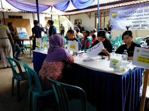 Ratusan Petani Terima Dana Kompensasi PLTU Batang