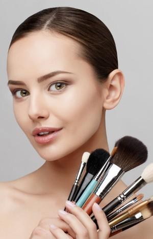 Pakai Makeup Bisa Memicu Sakit Flu, Begini Cara Mencegahnya