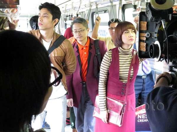 Mengintip Syuting 'My Stupid Boss' di LRT Kuala Lumpur