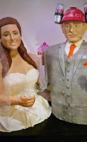 Wanita Ini Jadikan Dirinya Sendiri Kue Pernikahan Berukuran Manusia