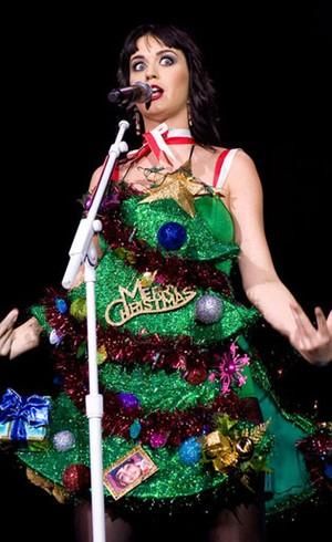 Foto: 7 Kostum Natal Terunik Selebriti Dunia