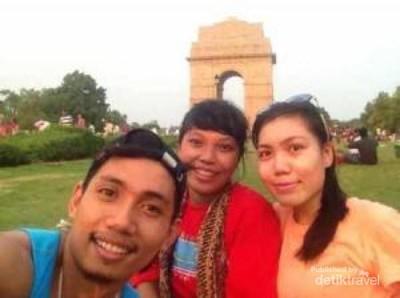 Habiskan Malam Minggu di India Gate, New Delhi