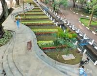 Taman yang asri melengkapi sungai jernih di sisinya