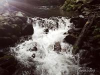 Jernihnya air sungai kecil yang mengalir dari curug