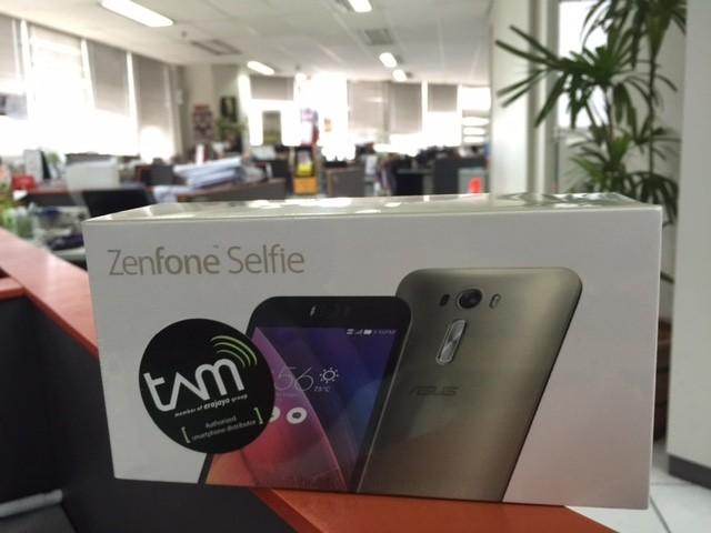 Asus Zenfone 2 Selfie (rou/detikINET)