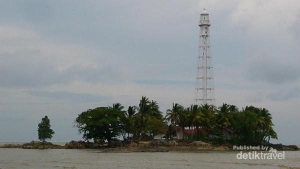 Mercusuar di Pulau Besar