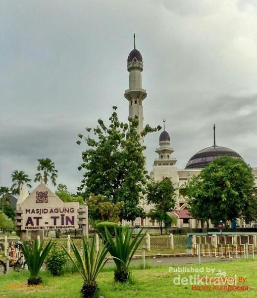 Masjid ini punya arsitektur yang indah