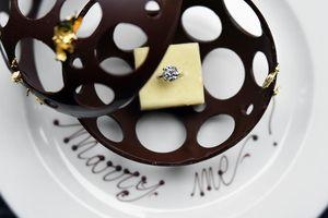 Wow, Cake Mungil dengan Cincin Berlian Ini Harganya Rp 1 Miliar!