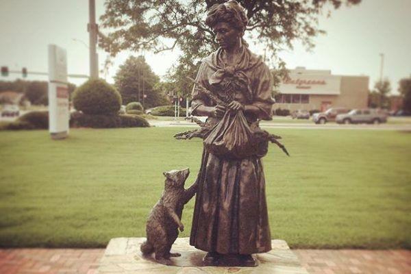 Patung Grace Sherwood di Virginia Beach, AS (Instagram/Abigail Larson)
