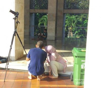Ramainya Pengunjung Masjid Istiqlal yang Berburu Gerhana