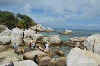 Batu-batu granit dengan ukuran besar, berada di Pulau Lengkuas.