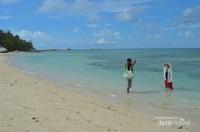 Pemandangan indah Pantai Pulau Kepayang. DI pulau ini terdapat restourat yang menyediakan aneka seafood.