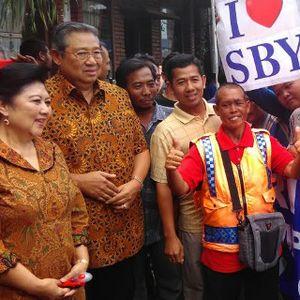 Bertemu Suporter, SBY Minta Jokowi Batalkan Pembekuan PSSI