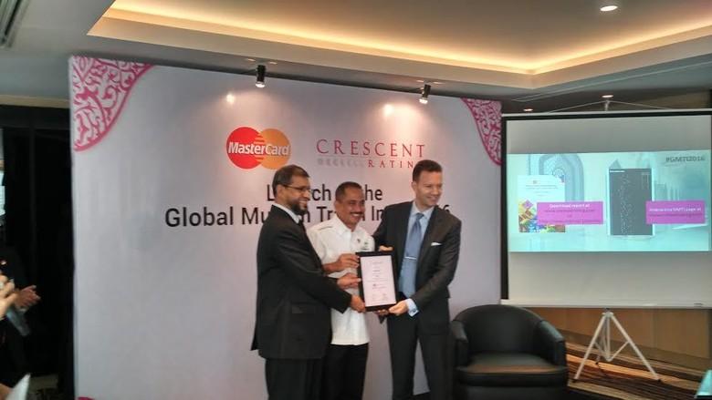 Arief Yahya dan jajarannya menerima sertifikasi GMTI dari Crescent Rating (Wahyu/detikTravel)