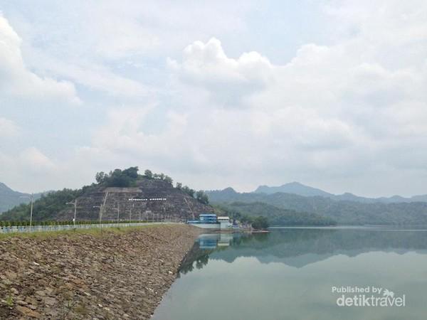 Pemandangan Bendungan Wonorejo