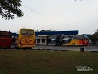 Terlihat juga di Sekitar terminal bus antar kota antar propinsi milik perusahaan pengelola jasa tranportasi