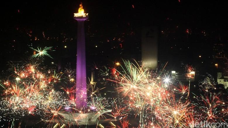 Monas Saat Malam Tahun Baru (Foto: Rachman Haryanto/detikcom)