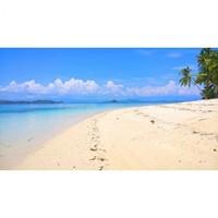 Pemandangan dari tepian pulau Mohinggito