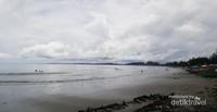 Pantai Jakat, salah satu pantai yang terletak di Bengkulu kota. Masih satu garis pantai dengan Pantai Panjang dan Tapak Paderi.Disini kita bisa berenang dan banyak warga setempat yang membuka usaha makanan dan jasa penyewaan ban pelampung untuk keluarga yang akan berlibur.