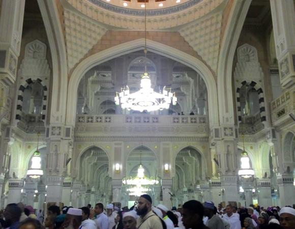 Suasana bagian dalam Masjidil Haram (Shafa/detikTravel)