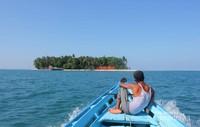 Perjalanan menuju Pulau Angso Duo dengan Kapal Wisata