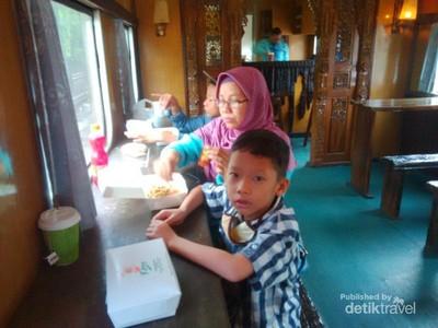 Asyiknya Traveling Naik Kereta dari Tegal ke Semarang