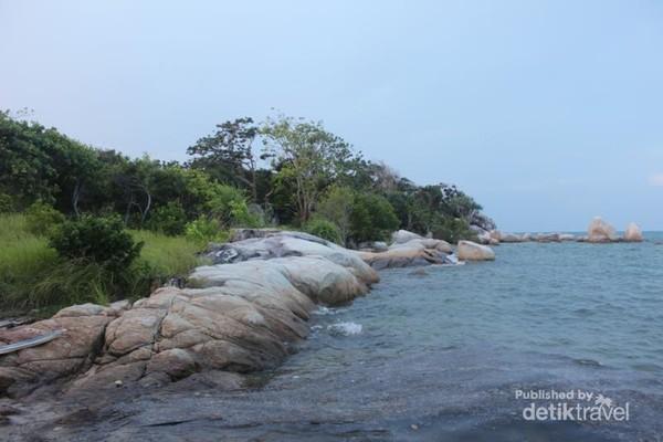 Salah satu sisi Pantai Batu Tambun di Pulau Pongok