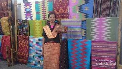 Mengenal Tenun Lombok di Desa Adat Sade