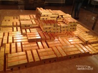 Emas yang di pamerkan di ruang museum