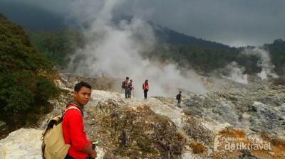 Ide Liburan Weekend: Trekking ke Kawah Ratu di Bogor
