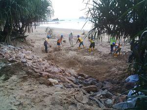 Pantai Pulau Merah di Banyuwangi Keruh, Wisatawan Jangan Khawatir