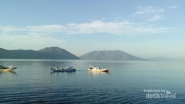 Selat Larantuka, latar belakang Pulau Adonara