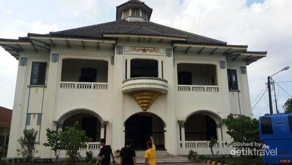 Gedung Juang 45 Bekasi yang tampak kokoh