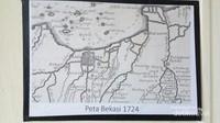 Foto replika peta bekasi tahun 1724 didalam museum bekasi