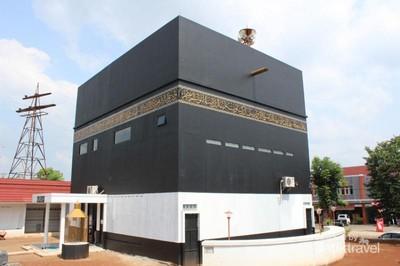 Unik! Ada Masjid Berbentuk Kabah di Subang