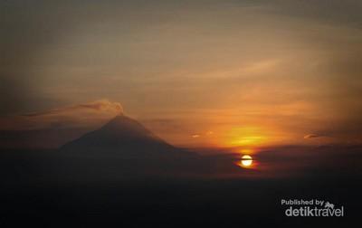 Menunggu Mentari Terbit Ala Film AADC 2 di Punthuk Setumbu