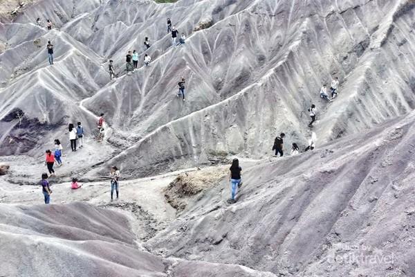 Gumuk pasir di Desa Sumalu, Tana Toraja ini baru ditemukan warga sekitar bulan September. Inilah destinasi wisata baru yang searah dengan Kette Kesu, akses jalan pun sudah bagus.